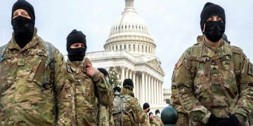 Washington (United States), 11/01/2021.- Members of the New York National Guard form up on the East Front of the US Capitol in Washington, DC, USA, 11 January 2021. Speaker of the House Nancy Pelosi has said she will introduce articles of impeachment today against US President Donald J. Trump for incitement of insurrection following the attack on the Capitol last week as lawmakers worked to certify Joe Biden as the next President of the United States. (Atentado, Estados Unidos, Nueva York) EFE/EPA/SHAWN THEW