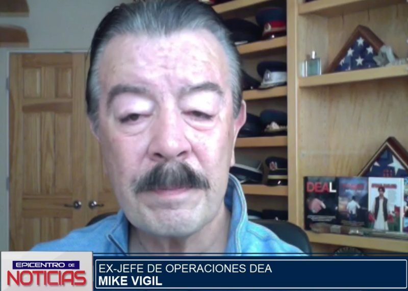Exagente de la DEA, Mike Vigil.