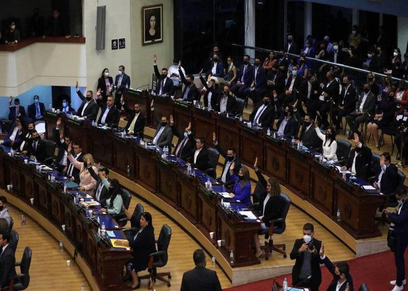 Un grupo de magistrados fueron destituidos en El Salvador. RCV