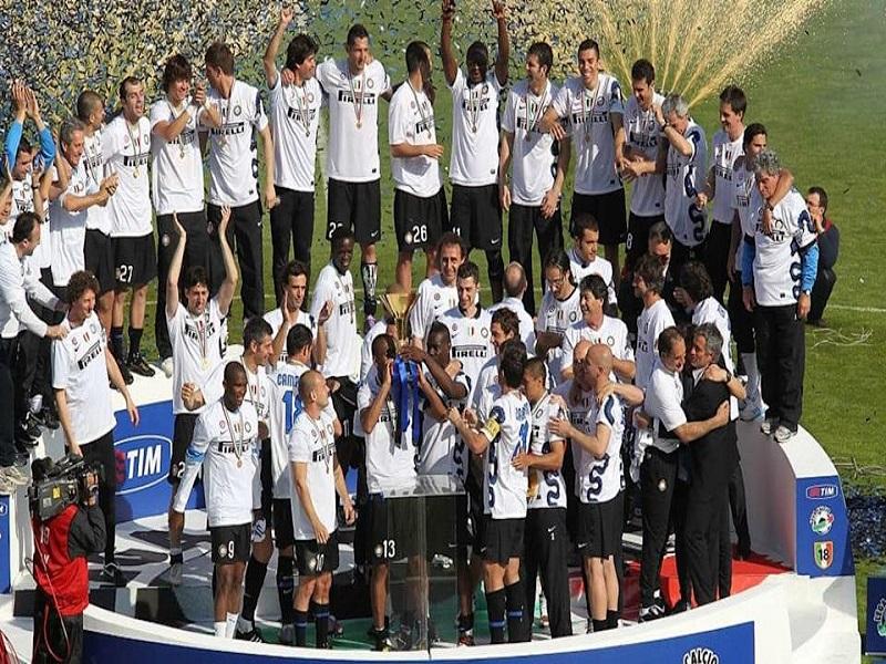 Inter celebrando su último título de campeón en la temporada 2009-2010 RCV