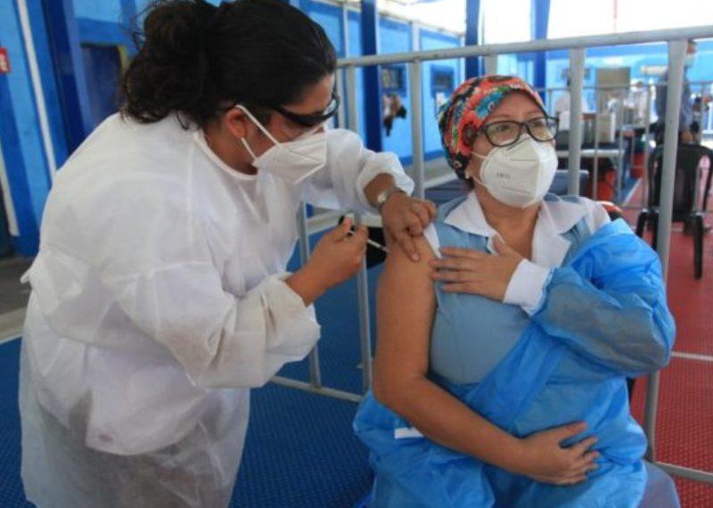 Guatemala está vacunando a los mayores de 60 años. RCV