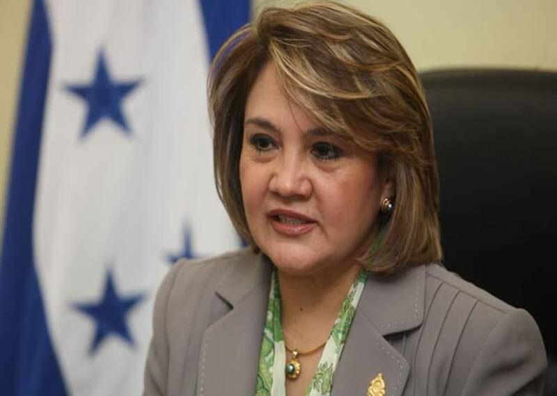 """Ana Pineda: """"Las ZEDE no son obedientes a la Constitución"""""""